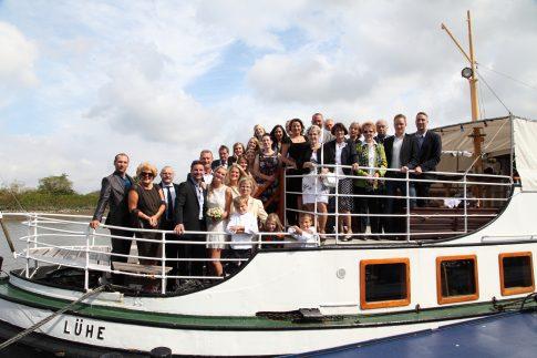 Hochzeitsgesellschaft an Bord